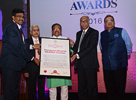 Jiji Mammen CEO, MUDRA receiving SKOCH Award on behalf of Department of Financial Services (DFS)
