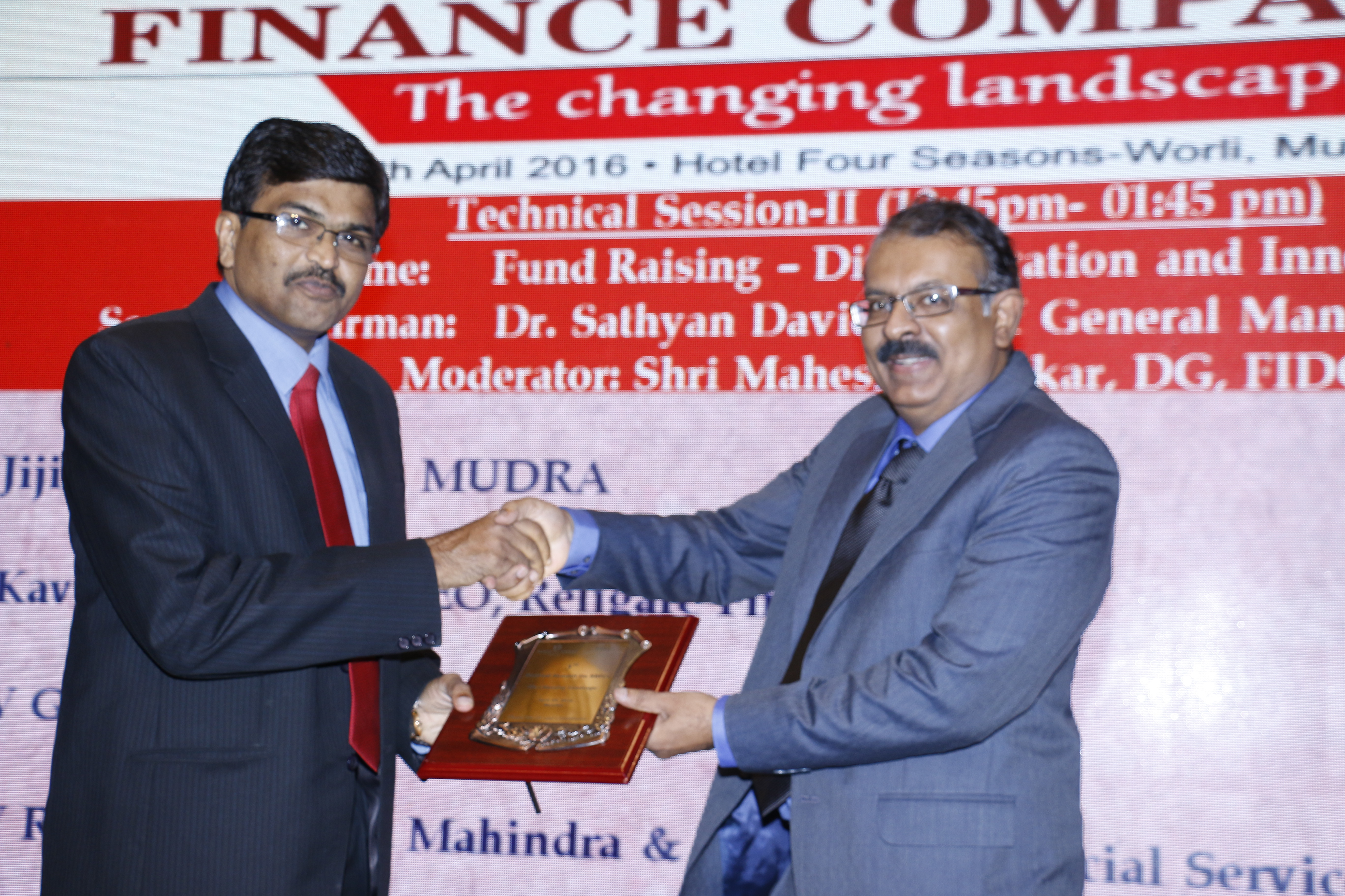 Jiji Mammen CEO, MUDRA receiving Momento at the National Summit on NBFCs